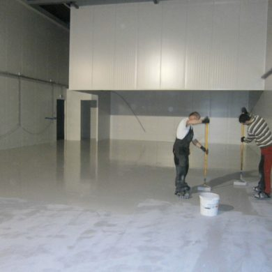 Static dissipative polyurethane floor paint